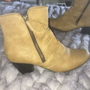 Tan ankle boot with heels